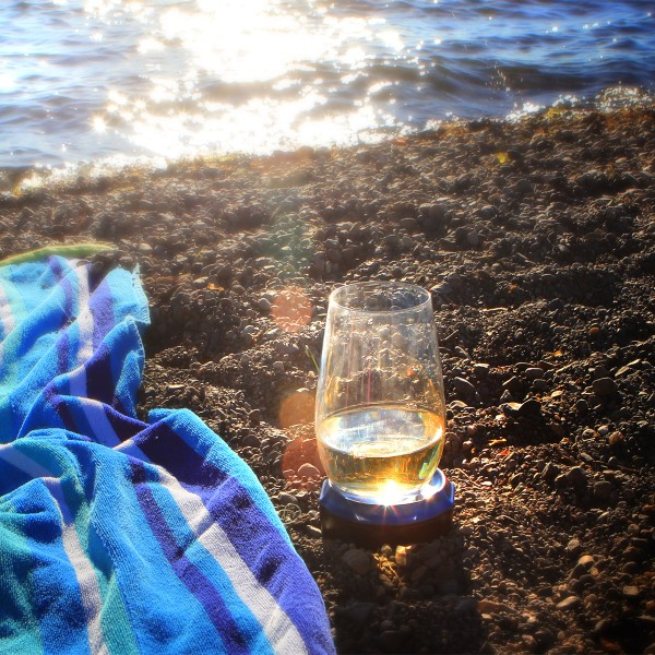 stemless wine on the beach 1200x1200